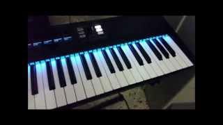 OutKast - Hey Ya! on keyboard Original square lead sound on Massive NI