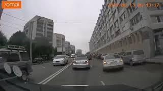 Швырнулj на тротуар: появилось новое видео с места жесткого ДТП в центре