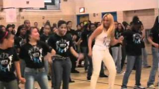 Beyoncé Surprises Students At Harlem School. Let's Move Campaing! Flash Workout Event.