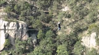 メキシコのポサダ・バランカス渓谷を滑車につかまり一気に渡る。