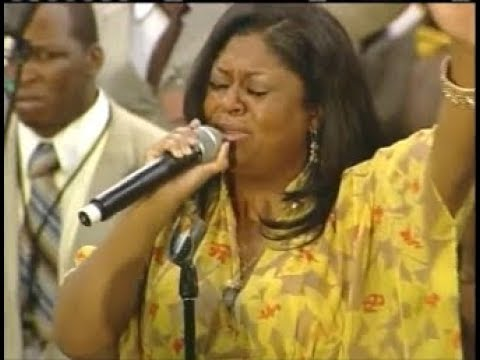 Pastor Kim Burrell Taking Us Into Worship And Praise COGIC AIM!