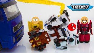 Робот Сайдсвайп спасает Тобота Кватрана. Мультик про Трансформеров