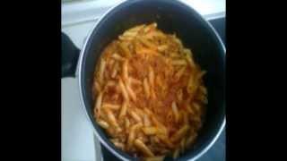 macarrones con carne picada y tomate.