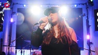 Baixar Hinanit - Falling For You - O MUSIC TV