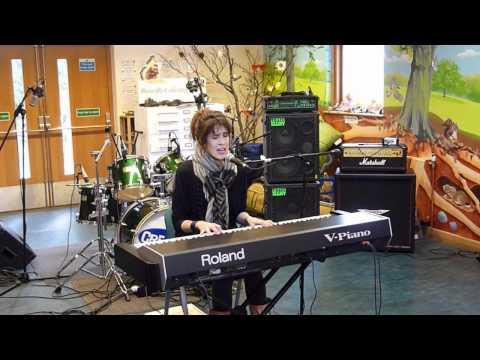 Imogen Heap - The Moment I Said It (Phoenix FM Creative Session)