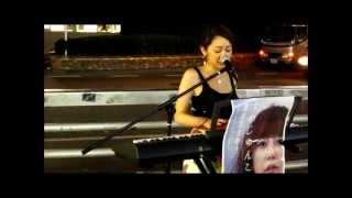新宿駅で活動するストリートミュージシャンを紹介。 tokyobookで様々な...
