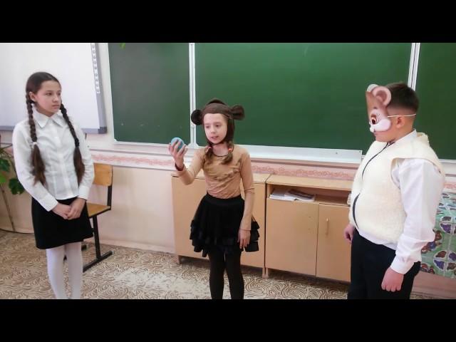 Изображение предпросмотра прочтения – «школьный театральный кружок» читают произведение «Мартышка и очки» И.А.Крылова