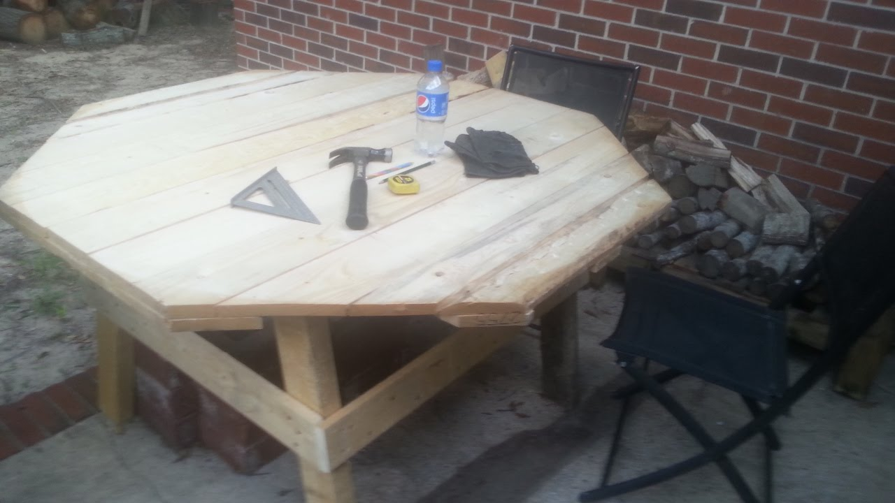 30 Minute DIY Pallet Picnic Table
