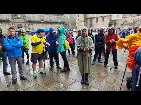 Llegan al Obradoiro los participantes en el tercer 'Camiño dos Valores'
