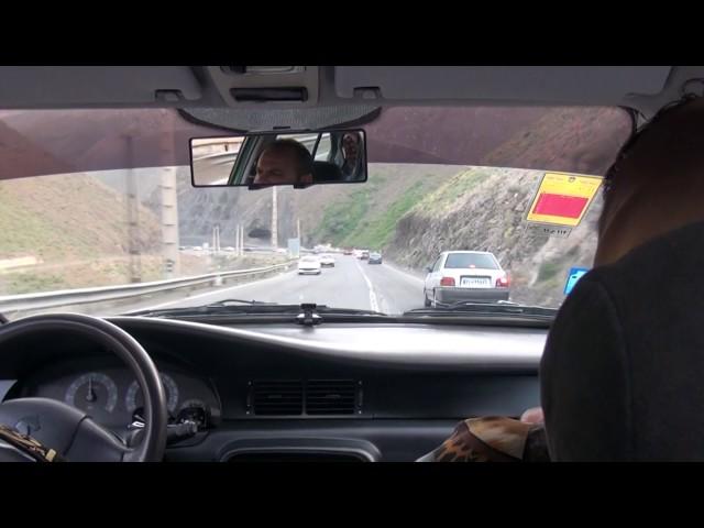 Así de peligroso conducen los taxi en Iran. Carretera de Chalus a Teherán