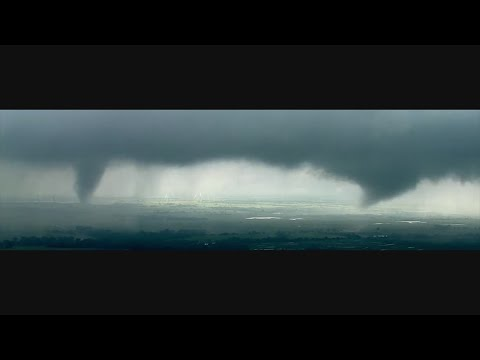 Video: Twin tornadoes touch down in Oklahoma