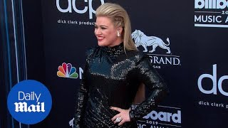 2019's Billboard Music Award host Kelly Clarkson serves glam