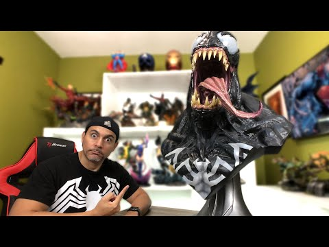 UNBOXING A LIFE-SIZE VENOM BUST THAT IS FREAKISHLY COOL!