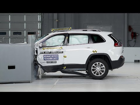 2019 Jeep Cherokee Driver-side Small Overlap IIHS Crash Test