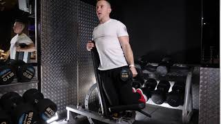 Dumbbell Seat isolated single lateral raise