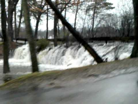 Meshanticut Lake - Cranston RI (Flood March, 2010)