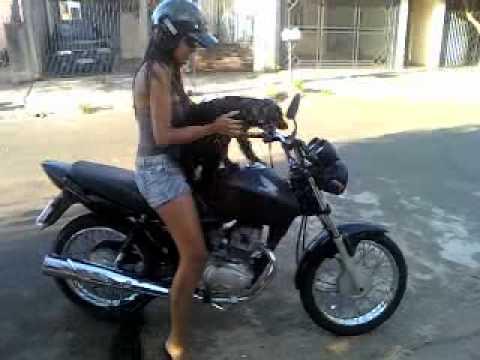 Andando de moto quase pelada 2 3