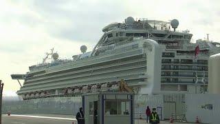 На лайнере Diamond Princess в Японии продолжает расти число инфицированных коронавирусом.
