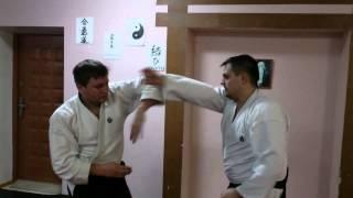Айкидо отработка защиты секущими движениями рук 1 и 2