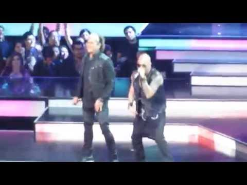 Carlos Vives, Daddy Yankee and Wisin performing Nota de Amor at the Billboard Awards