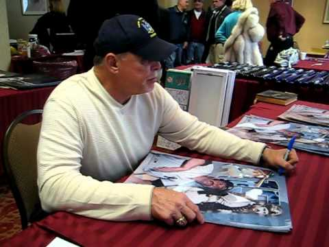 Ron Blomberg Signs for the SI KING 1-30-11
