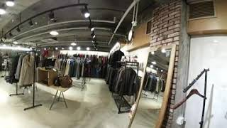 Shopping at vintage clothing s…