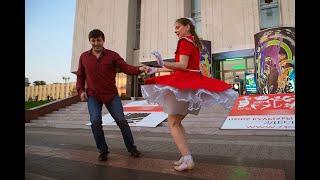 Танцевальная вечеринка в стиле ретро прошла в Витебске под открытым небом