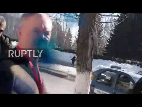 Russia: Camera captures attack on Aleksei Navalny in Barnaul