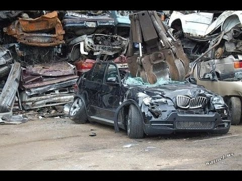 Recycling of cars BMW,Nervous NOT to LOOK!HORROR