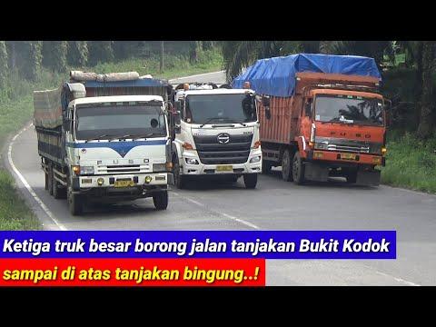 Tiga truk besar borong jalan tanjakan bukit kodok sampai di atas tanjakan bingung