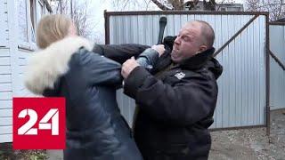 Съемка сюжета обернулась дракой: журналистку ВГТРК ударили по лицу - Россия 24