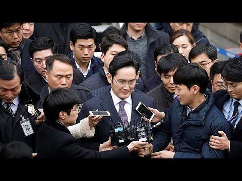 Samsung'un başkan yardımcısı Lee Jae-yong mahkemede