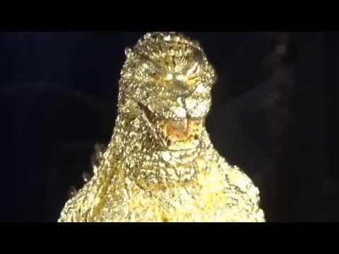 Pure Gold Godzilla (priced at 150 million Japanese Yen):1億5000万円の純金ゴジラ