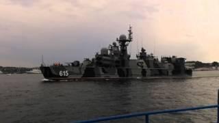 Ракетный корабль Бора входит на Севастопольский рейд