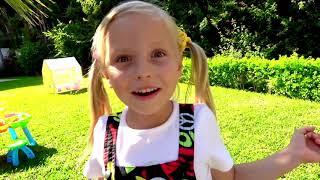 Historia divertida cómo Alicia jugar con papá