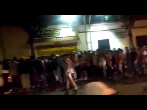 Donación de comida a refugiados venezolanos en Plaza Santander de Cúcuta