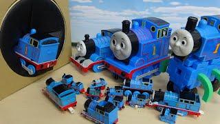 いろんな大きさの機関車トーマスがタキロンボックスに連続ですぽすぽ入っていくぞ