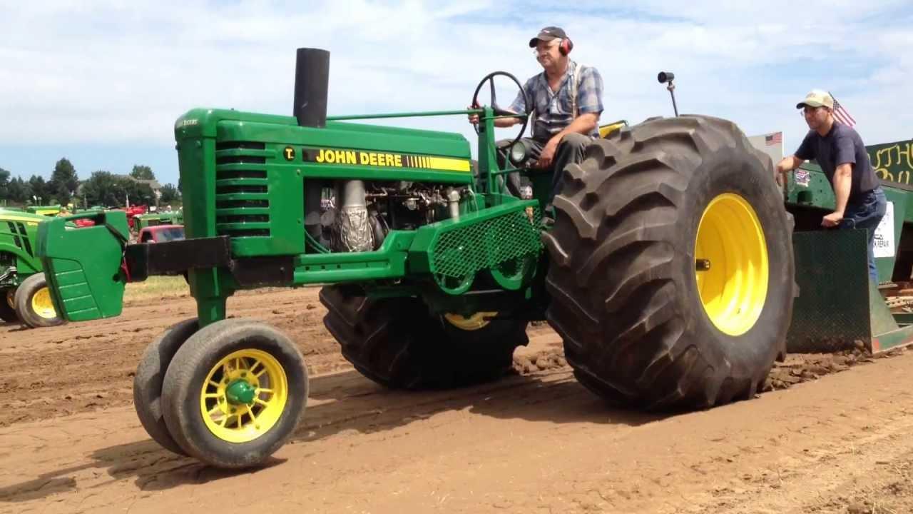 Antique John Deere Show Tractors : Two unique john deere tractors pullin hard doovi
