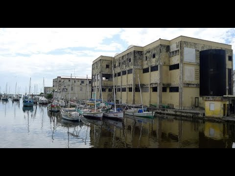 walking in Belize city (Belize)