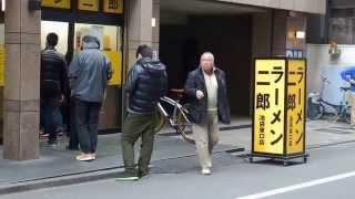 東京 池袋東口ラーメン店の 激戦区で有名店である二郎と すぐ近くにある...