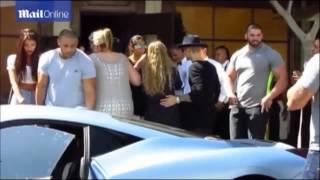 Justin Bieber y Yovanna Ventura saliendo de Il Pastiao Restaurant en LA (08/07/14)