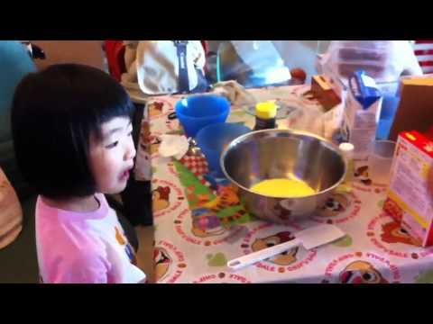 2011.05.12 Antonia Wong - Making Cheese ball ball