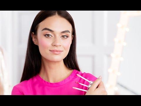 3 Ways to Use Lip Gloss as Makeup   Oriflame Cosmetics