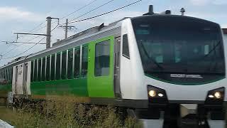 [警笛あり]JR東日本 HB-E300系 快速リゾートビューふるさと 穂高駅付近通過