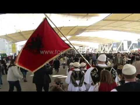 """""""Expo Milano"""" flet shqip në ditën e lumturimit të Nënë Terezës - Top Channel Albania - News - Lajme"""