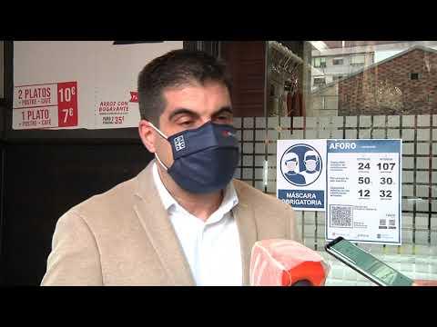 O delegado territorial, Gabriel Alén, supervisa os protocolos da hostalaría en Ourense