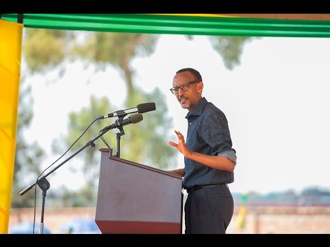 President Kagame visits Nyanza District- Southern Province, 11 September 2015 (Part 1/2)