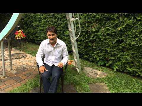 "Thumbnail for the embedded element ""Justin Trudeau - Défi ALS #icebucketchallenge"""