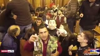 У Єревані протестувальники зайняли парламент Вірменії