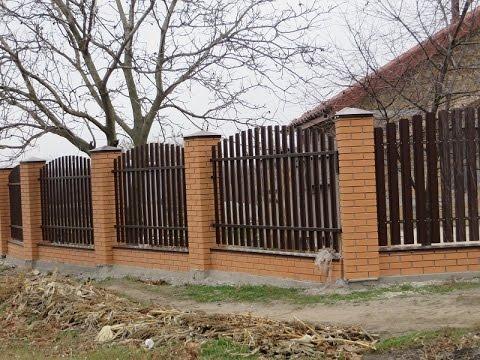 Забор своими руками с кирпича и профнастила